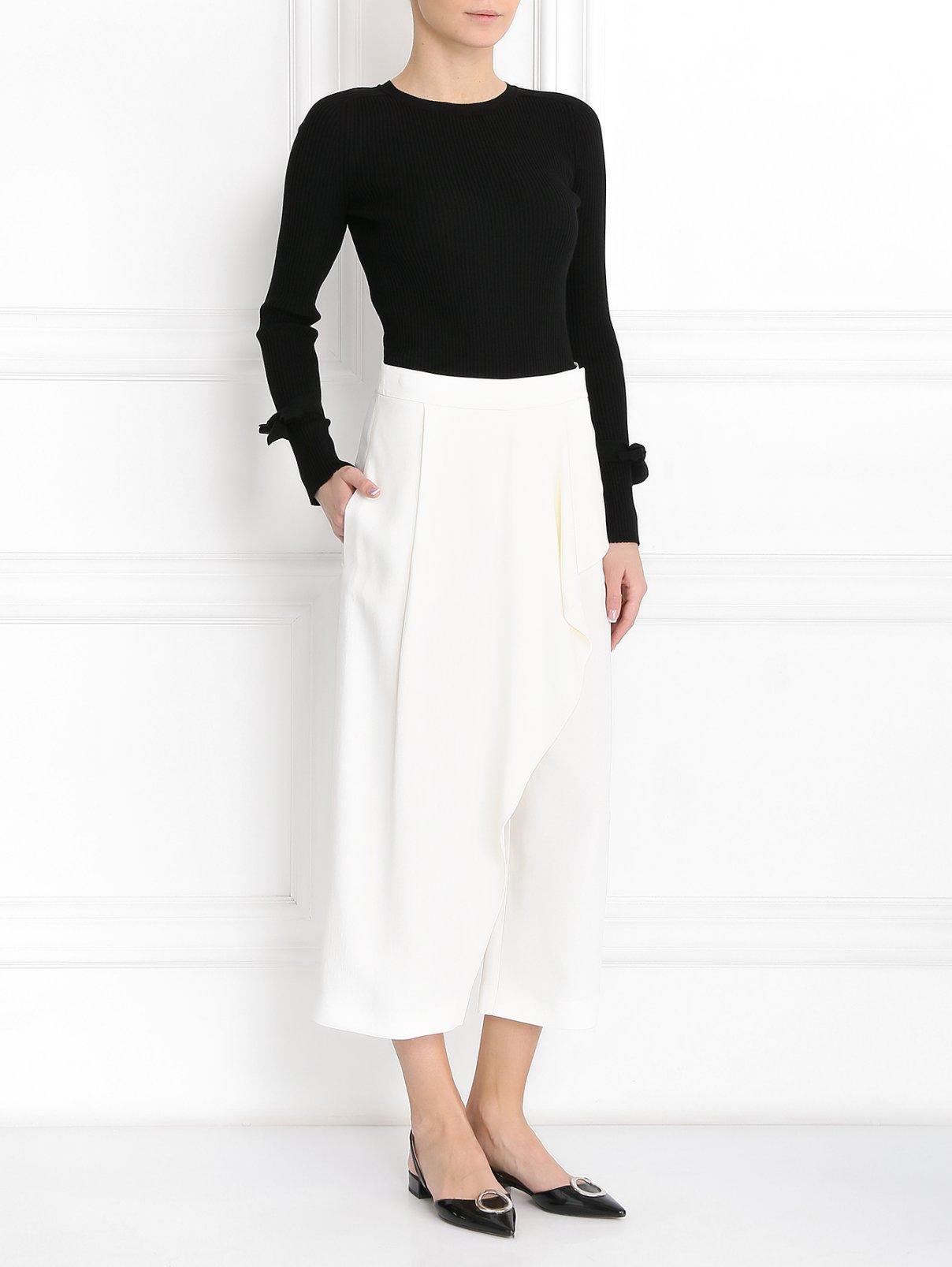 Укороченные брюки с запахом Antonio Marras  –  Модель Общий вид